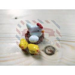 Gallina chioccia in plastica con ovetto e 2 pulcini